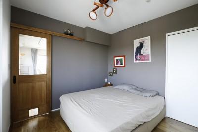 LDと廊下からアクセスできる寝室 (ネコと日向ぼっこ)