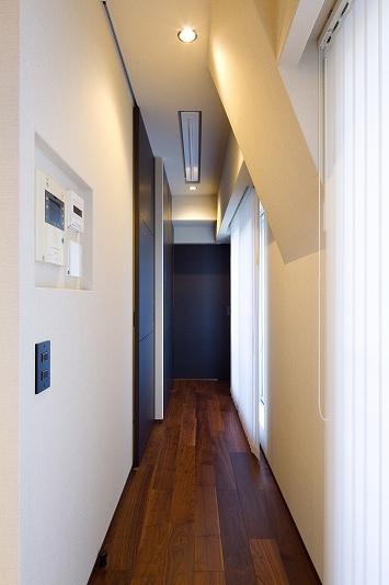 高台に建つ都心のセカンドハウス(リノベーション)の写真 廊下