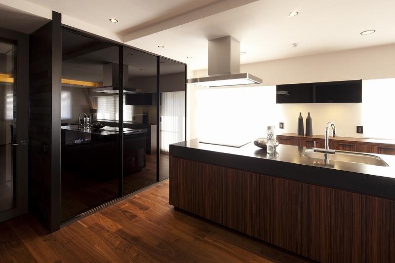 高台に建つ都心のセカンドハウス(リノベーション)の写真 キッチン2