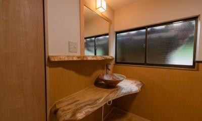 木のぬくもりのある暮らし (造作洗面スペース)