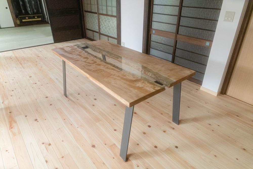 木のぬくもりのある暮らし (造作ダイニングテーブル)