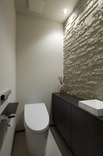 高台に建つ都心のセカンドハウス(リノベーション)の写真 トイレ