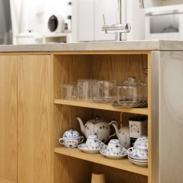 ゆい-家族がポジティブに暮らすためのバリアフリー。将来に備えてリノベーション (キッチン収納)