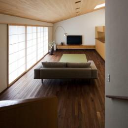 九条の家 (階段から居間を見る)