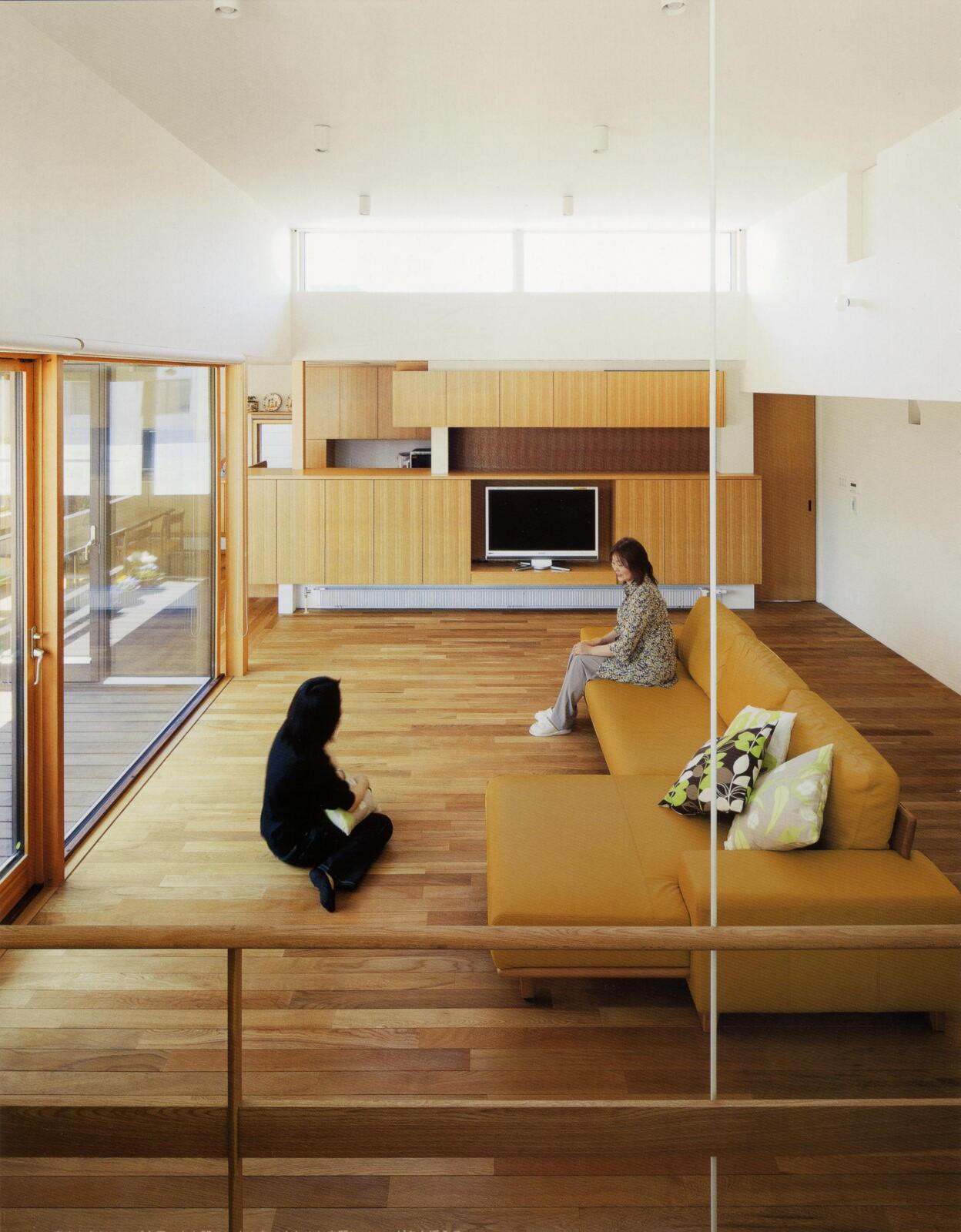 リビングダイニング事例:書斎から居間を見る(美香保の家)