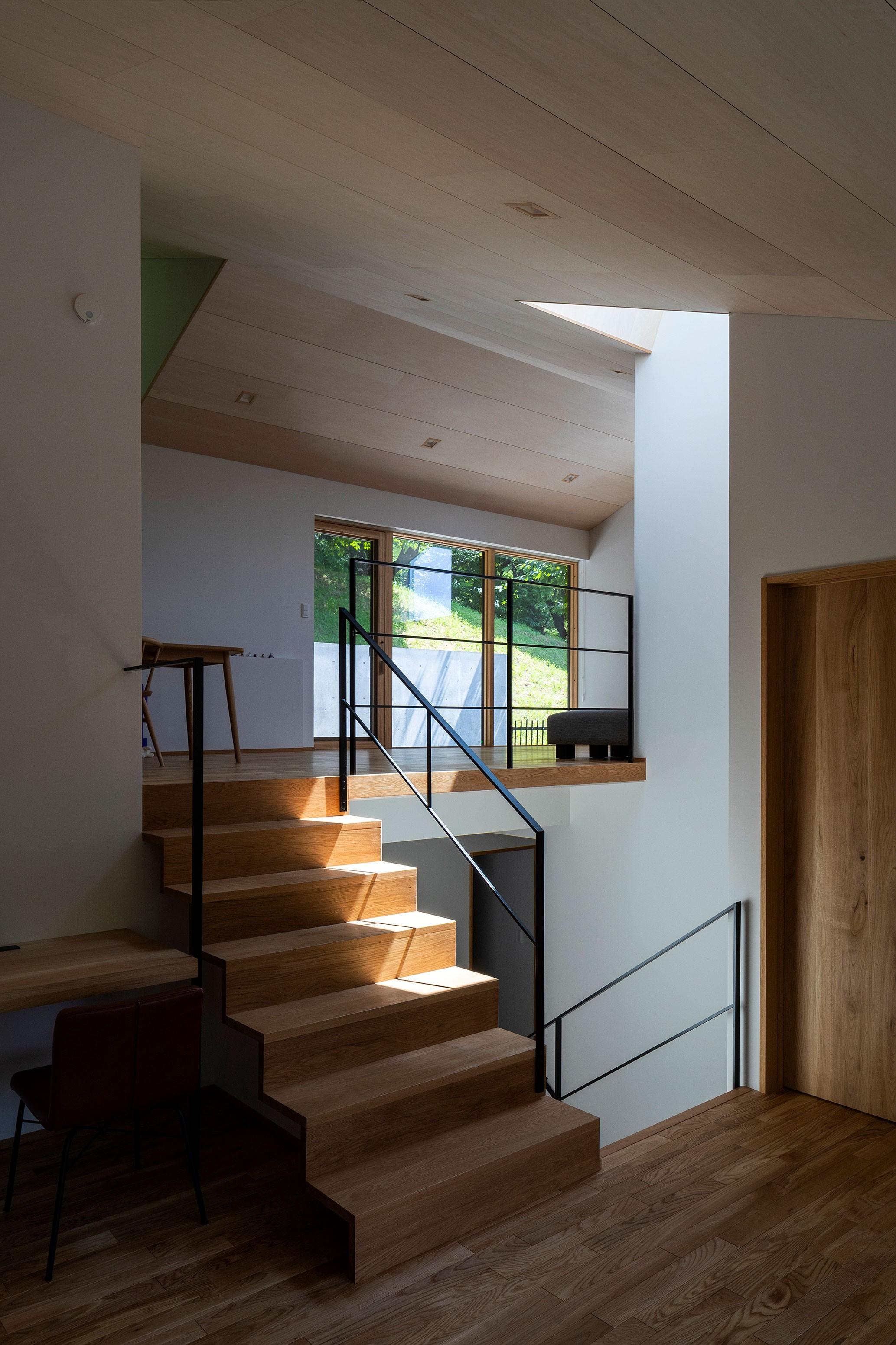リビングダイニング事例:和室から居間を見る(平岸の家 KWH)