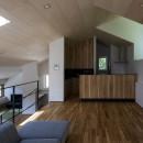 平岸の家 KWHの写真 居間から台所を見る