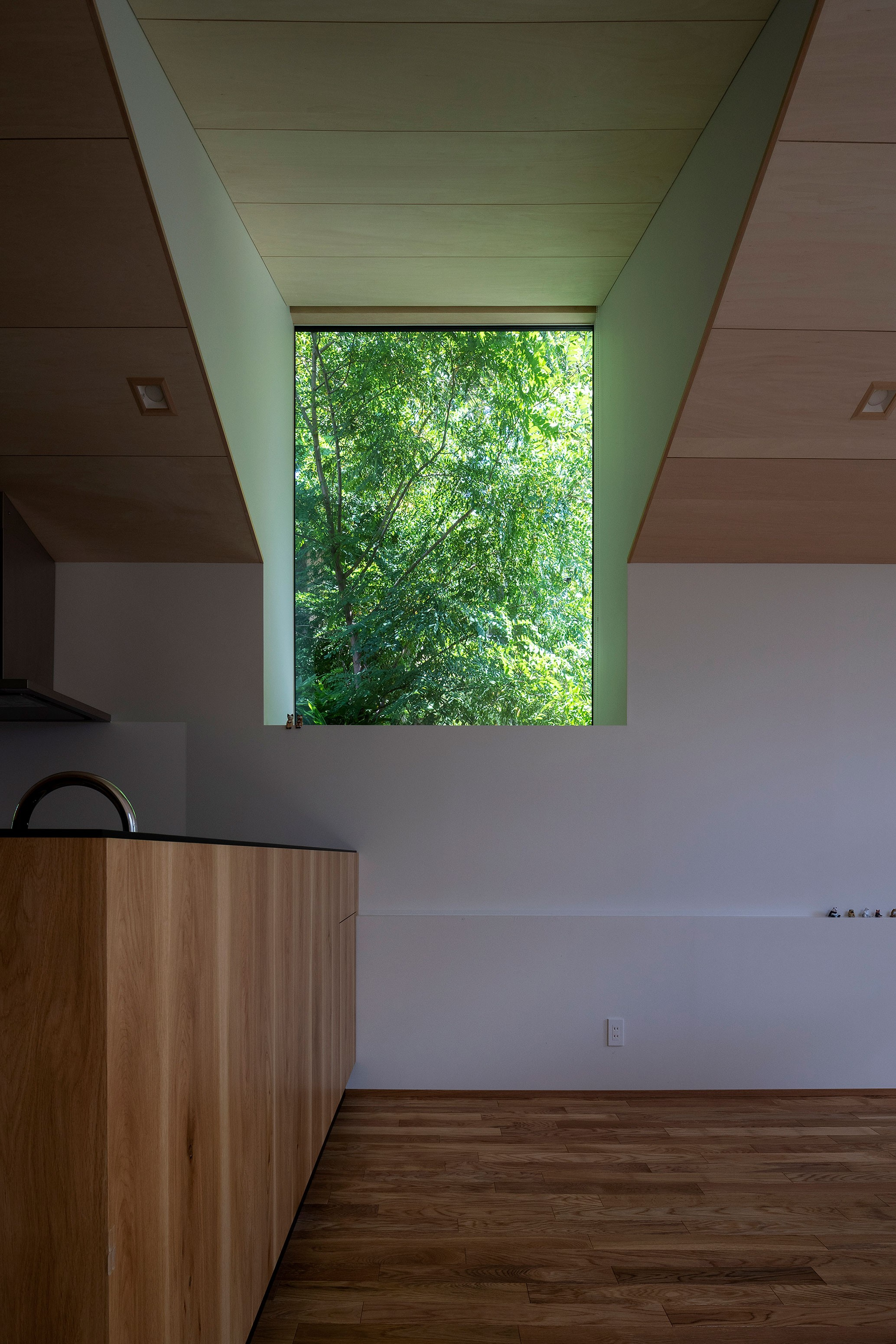 リビングダイニング事例:居間出窓(平岸の家 KWH)