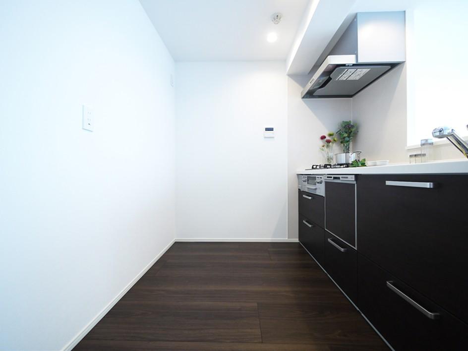 キッチン事例:システムキッチン(シックなウォールナットの部屋)