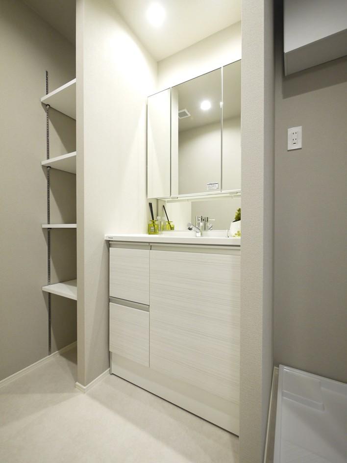 バス/トイレ事例:洗面室(シックなウォールナットの部屋)