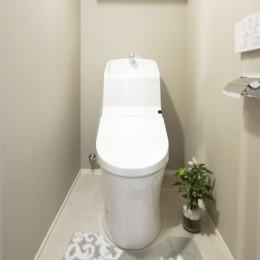 シックなウォールナットの部屋 (トイレ)