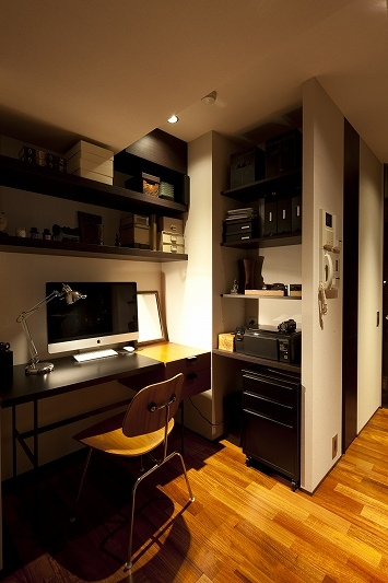 海沿いのラグジュアリーな空間(リノベーション)の部屋 書斎