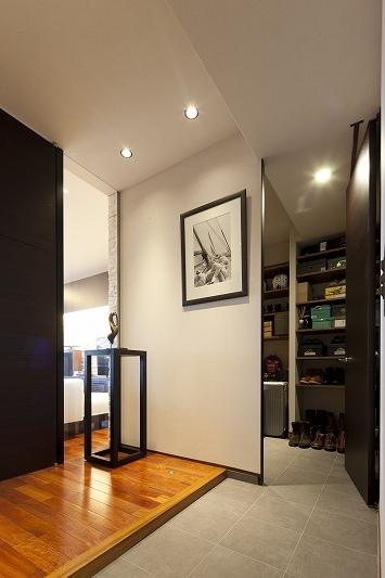 海沿いのラグジュアリーな空間(リノベーション)の部屋 玄関収納