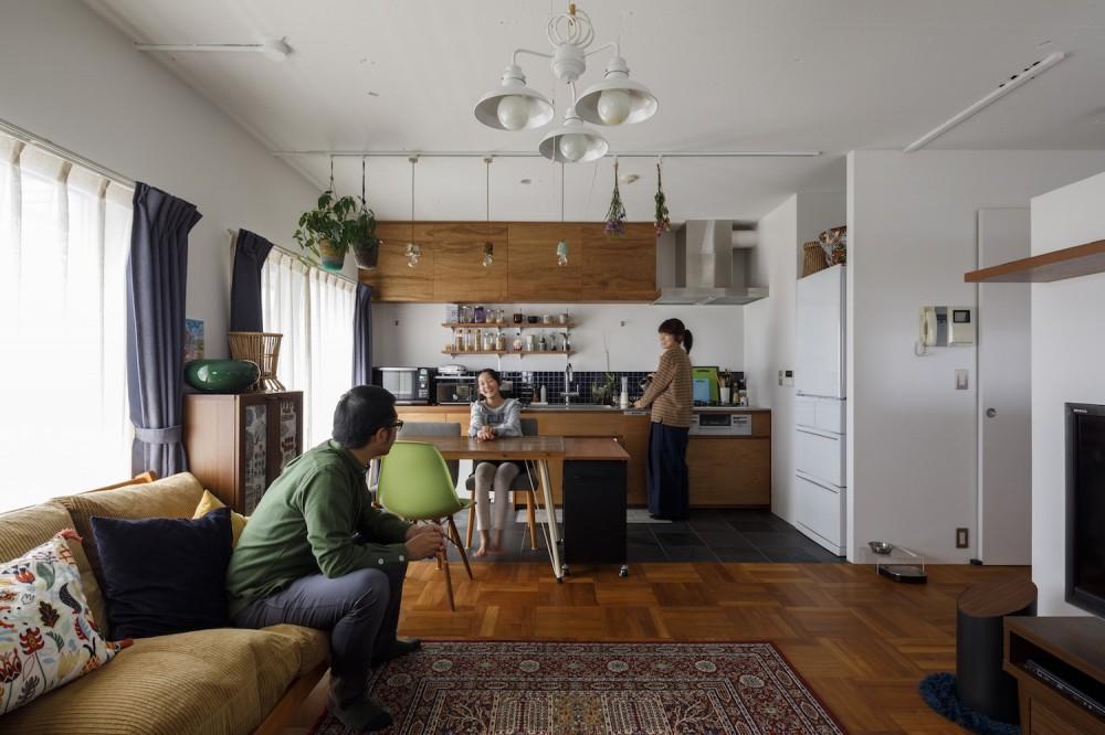 A邸-戸建てからマンションへ。サイズダウンしても狭さを感じない部屋 (リビングダイニングキッチン)