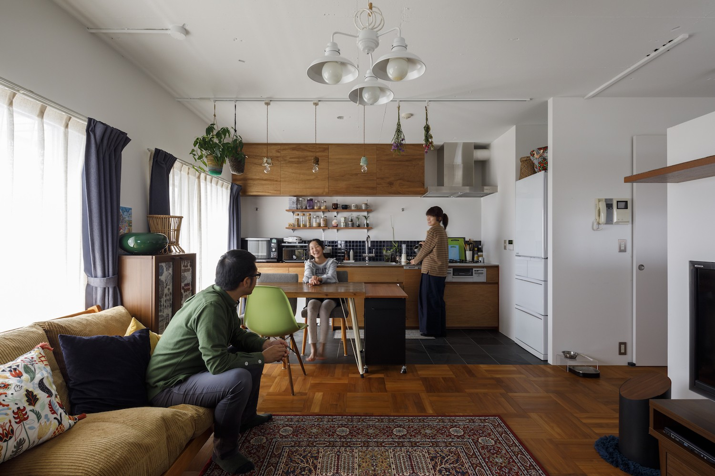 リビングダイニング事例:リビングダイニングキッチン(A邸-戸建てからマンションへ。サイズダウンしても狭さを感じない部屋)