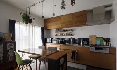 A邸-戸建てからマンションへ。サイズダウンしても狭さを感じない部屋 (ダイニングキッチン)