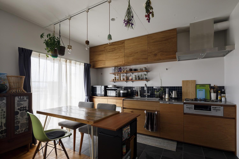 リビングダイニング事例:ダイニングキッチン(A邸-戸建てからマンションへ。サイズダウンしても狭さを感じない部屋)