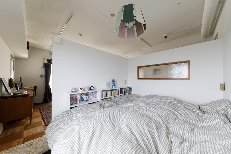 リビングダイニング事例:ベッドルーム(A邸-戸建てからマンションへ。サイズダウンしても狭さを感じない部屋)