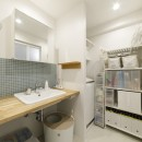 A邸-戸建てからマンションへ。サイズダウンしても狭さを感じない部屋の写真 洗面所