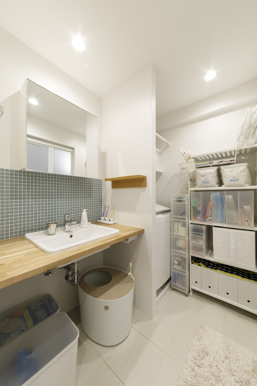 A邸-戸建てからマンションへ。サイズダウンしても狭さを感じない部屋 (洗面所)