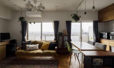A邸-戸建てからマンションへ。サイズダウンしても狭さを感じない部屋 (リビングダイニング)