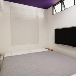 好きなアートと好きな色。カッコ良さと快適性。ご夫婦それぞれの希望が叶った住まい。 (最小寸法の寝室)