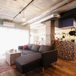 CAFEで暮らす~色遊びを楽しむ家~ (LDK)