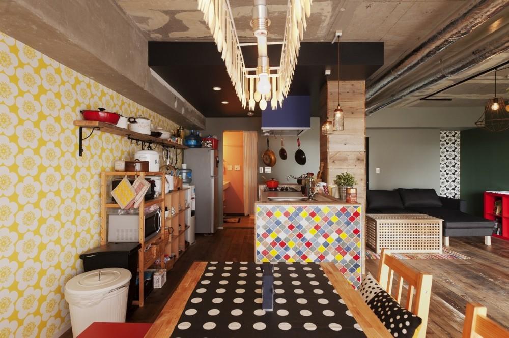 CAFEで暮らす~色遊びを楽しむ家~ (ダイニング)