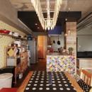 CAFEで暮らす~色遊びを楽しむ家~の写真 ダイニング