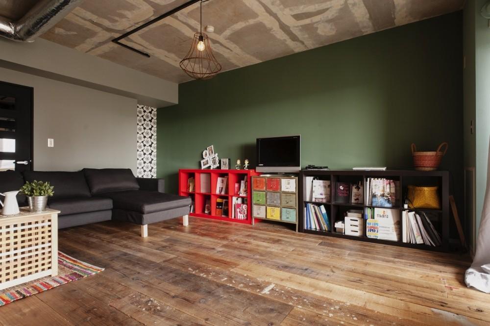 CAFEで暮らす~色遊びを楽しむ家~ (リビング)
