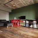 CAFEで暮らす~色遊びを楽しむ家~の写真 リビング