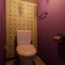 CAFEで暮らす~色遊びを楽しむ家~の写真 トイレ