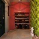 CAFEで暮らす~色遊びを楽しむ家~の写真 玄関