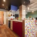 CAFEで暮らす~色遊びを楽しむ家~の写真 キッチン