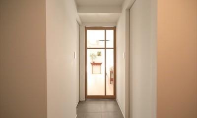 廊下の先にはLDKに繋がる造作扉|#ふたり暮らし