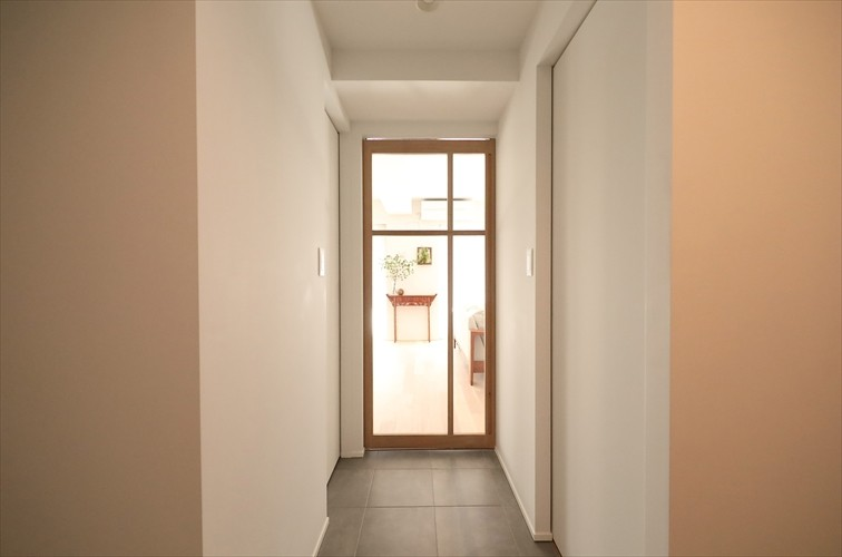 その他事例:廊下の先にはLDKに繋がる造作扉(#ふたり暮らし)