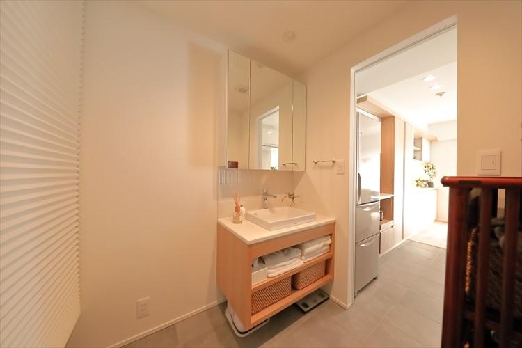 バス/トイレ事例:家具に合わせて幅を決めた造作洗面化粧台(#ふたり暮らし)
