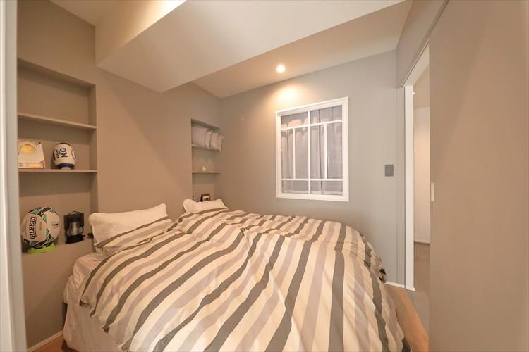 ベッドルーム事例:室内窓を設置した寝室(#ふたり暮らし)