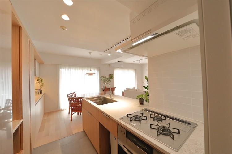キッチン事例:無駄なものを削り、本当に必要なものだけでつくり上げた造作キッチン(#ふたり暮らし)
