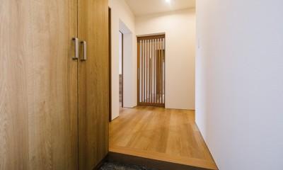 くつろぎの和モダンスタイル (玄関)