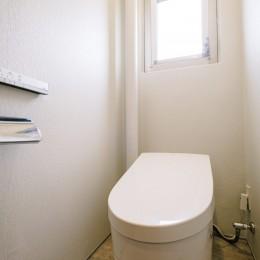 くつろぎの和モダンスタイル (トイレ)