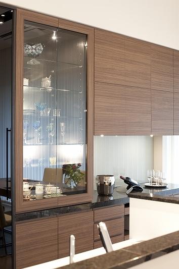 軽やかさを感じさせるラグジュアリーモダンな家(リノベーション)の部屋 キッチン1