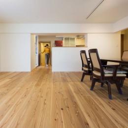 5人家族でシェアするファミリー収納。メリハリ・リノベーション (あたたかな杉の無垢床)