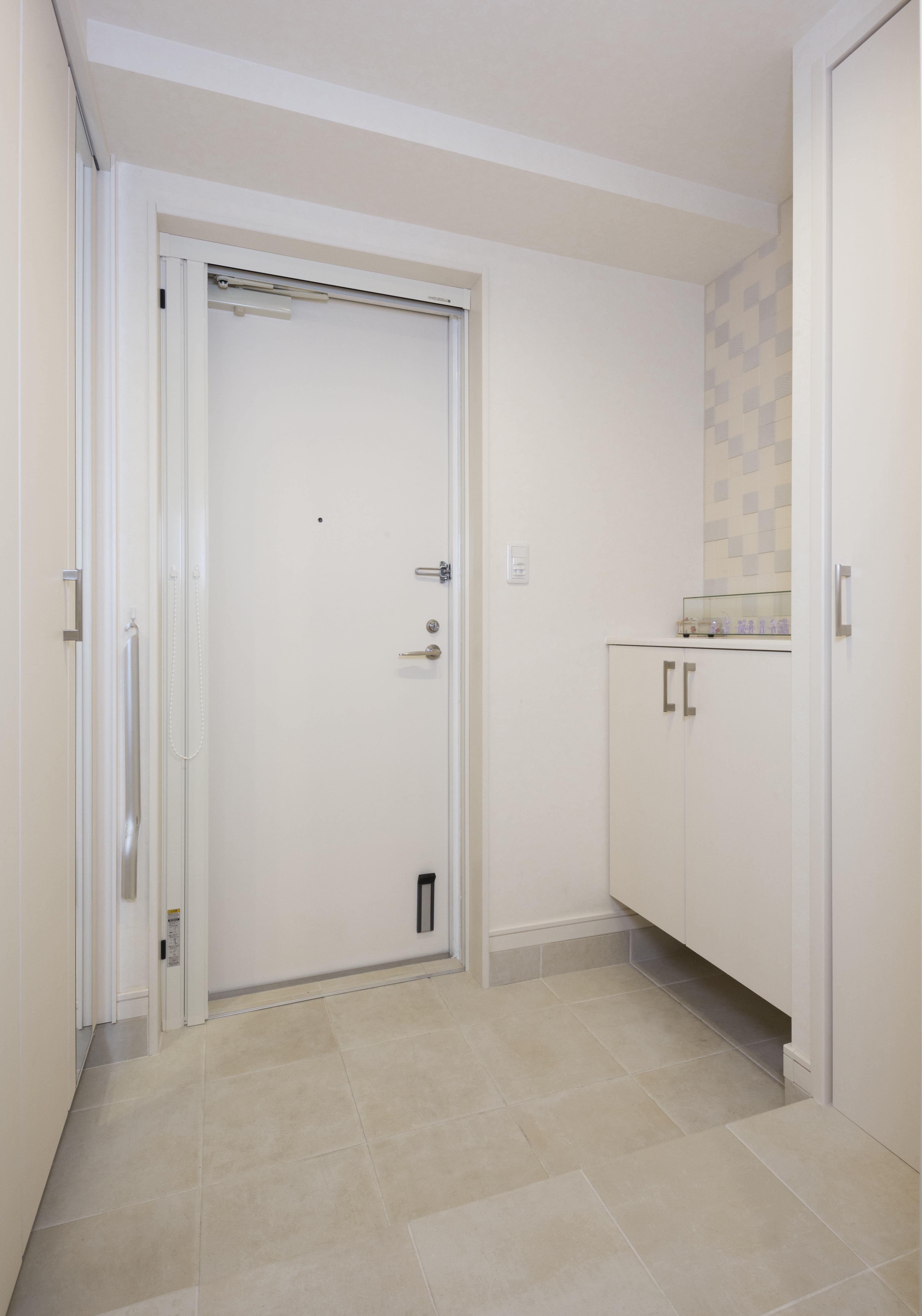 玄関事例:広く快適になった玄関スペース(20年来の結露とカビの悩み解決した住環境改善リノベーション)