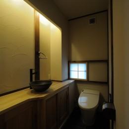 『図書館のある家』~そこに住むことの楽しさを追求した住宅~-生活感を出さないようにしたトイレ