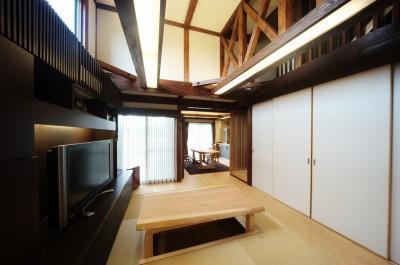 『図書館のある家』~そこに住むことの楽しさを追求した住宅~ (天井の高い(半吹抜け)のリビング)