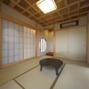『図書館のある家』~そこに住むことの楽しさを追求した住宅~の写真 格子天井のある本格的和室