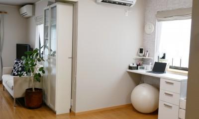 大きな鏡が2面、ヨガスタジオリフォーム (リビングとヨガスタジオは隣接。リビングも壁紙リフォーム。)