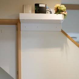 大きな鏡が2面、ヨガスタジオリフォーム (階段下収納の中に配線を)