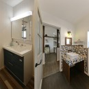 リノベで「今」を楽しむの写真 デザインの違う2つの洗面室